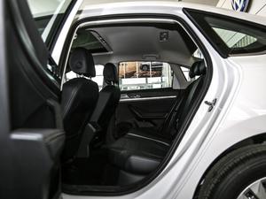 2018款1.5L 自动舒适版 后排空间