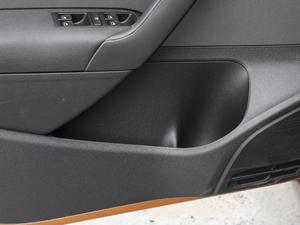 2018款1.5L 自动版 车门储物空间