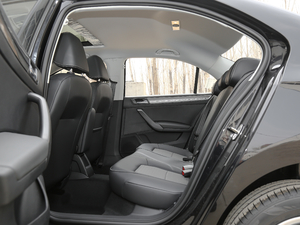 2019款1.5L 手动舒适版 后排空间