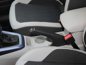 2019款1.5L 自动舒适版 驻车制动器