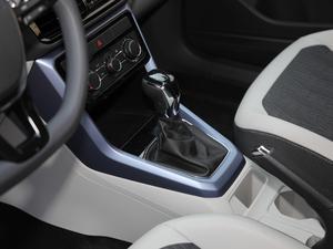 2019款1.5L 自动舒适版 变速挡杆