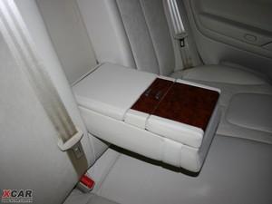 2009款2.8L 自动至尊版 后排中央扶手