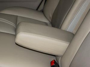 2010款1.6L 手动舒适版 后排中央扶手