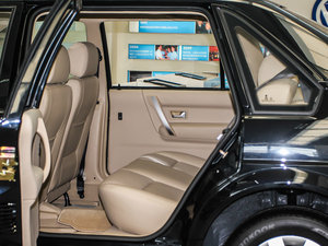 2010款1.6L 手动舒适版 后排空间