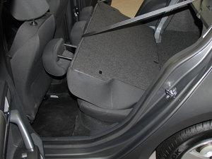 2013款经典款 1.6L 自动风尚版 后排座椅放倒