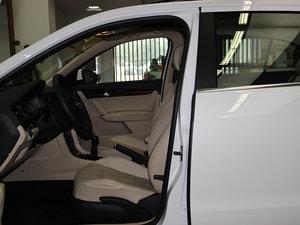 2013款经典款 1.6L 手动舒适版 前排空间