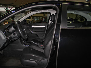 2013款经典款 1.6L 自动舒适版 前排空间