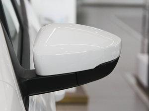 2013款经典款 1.6L 手动风尚版 后视镜