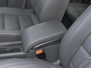 2015款1.4T 手动舒适版 5座 前排中央扶手