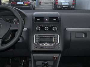 2015款1.4T 手动舒适版 5座 中控台