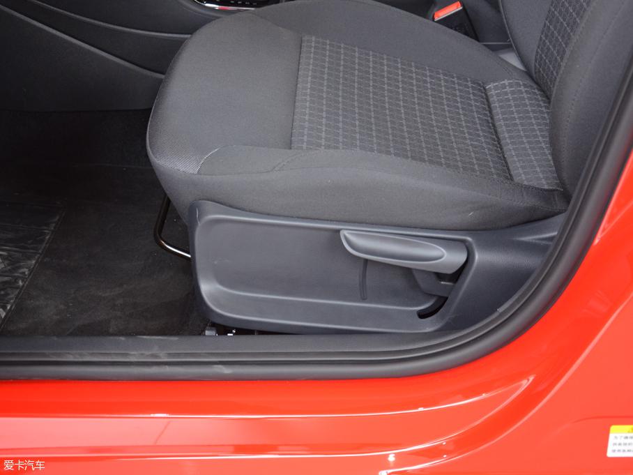 2016款POLO两厢 座椅调节