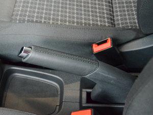 2016款1.6L 自动舒适版 驻车制动器