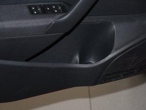 2016款1.4L 手动风尚版 车门储物空间