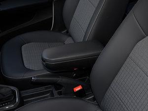 2016款1.6L 自动舒适版 前排中央扶手