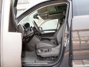 2017款330TSI 自动两驱豪华版 前排空间