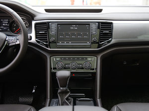 2017款330TSI 自动两驱豪华版 中控台