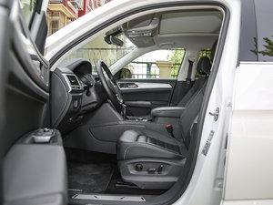 2017款380TSI 自动四驱豪华版 前排空间