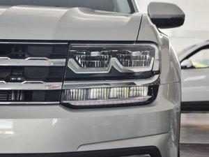 2017款330TSI 自动两驱豪华版 头灯
