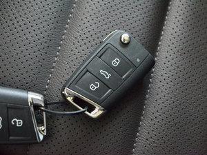 2017款330TSI 自动两驱豪华版 钥匙
