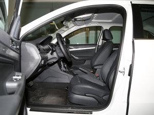 2017款1.6L 自动舒适版 前排空间