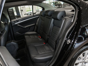 2017款230TSI DSG豪华版 后排座椅