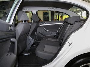 2017款1.6L 自动风尚版 后排空间