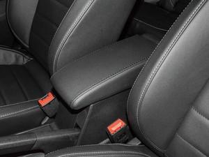 2017款230TSI DSG舒适版 前排中央扶手