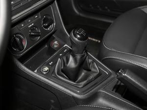 2017款1.6L 手动舒适版 变速挡杆