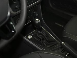 2017款1.6L 自动舒适版 变速挡杆