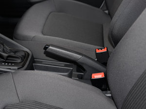 2017款1.6L 自动风尚版 驻车制动器
