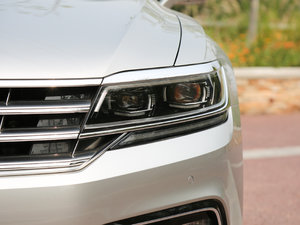2018款480 V6 四驱至尊旗舰版 头灯