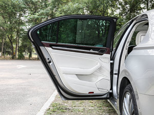 2018款480 V6 四驱至尊旗舰版 后车门