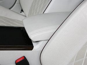 2018款480 V6 四驱至尊旗舰版 前排中央扶手