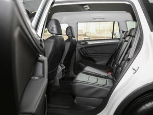 2018款330TSI 两驱舒适版 后排空间