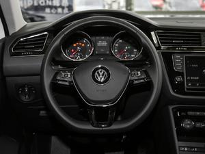 2018款330TSI 两驱舒适版 方向盘
