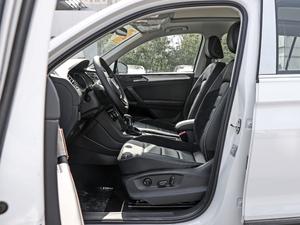 2018款330TSI 两驱豪华版 前排空间