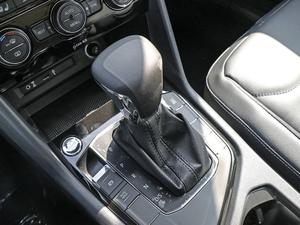 2018款330TSI 两驱豪华版 变速挡杆
