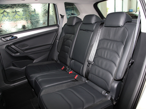 2018款330TSI 两驱豪华版 后排座椅