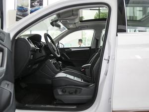 2018款380TSI 四驱旗舰版 前排空间