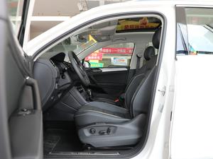 2018款380TSI 四驱尊崇旗舰版 前排空间