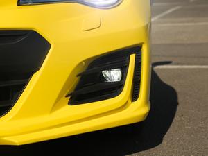 2017款2.0i 自动type-RS黄色特装版 雾灯