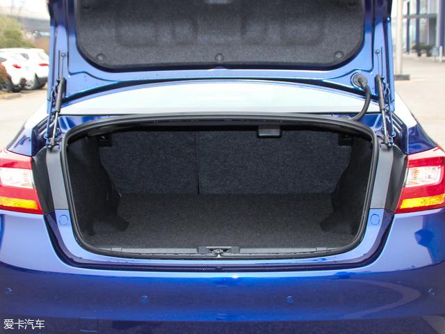 力狮的行李厢容积在标准状态下为506L,在后排座椅按比例放倒后,可得到进一步扩展。