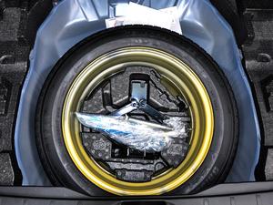 2018款2.5i 豪华导航版EyeSight 备胎