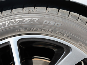 2018款2.5i 全驱荣耀版 EyeSight 轮胎尺寸