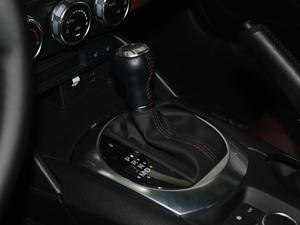2018款2.0L 自动 RF 铂钢灰 变速挡杆
