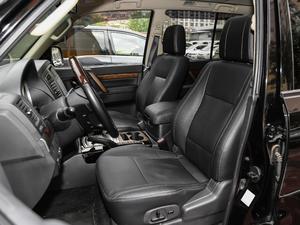 2019款3.0L 自动尊贵版 前排座椅