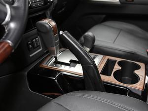 2019款3.0L 自动尊贵版 驻车制动器
