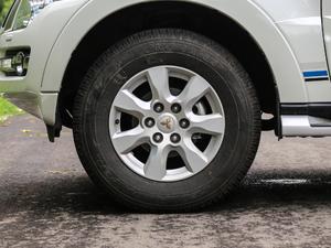 2019款3.0L 自动尊贵版 轮胎