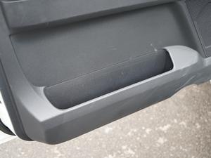 2019款3.0L 自动尊贵版 车门储物空间