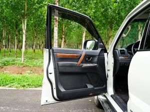 2019款3.0L 自动尊贵版 驾驶位车门